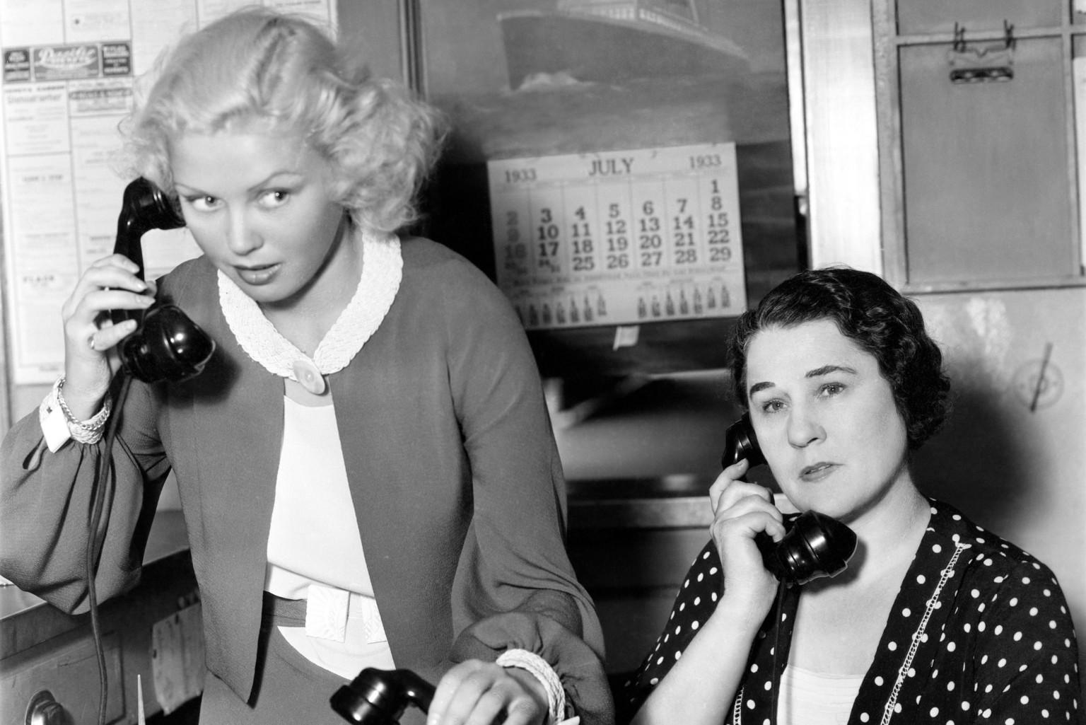 o-vintage-old-women-facebook